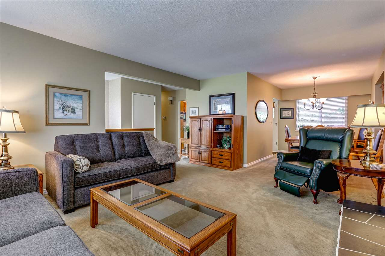 Photo 4: 333 MUNDY Street in Coquitlam: Coquitlam East House for sale : MLS® # R2119831