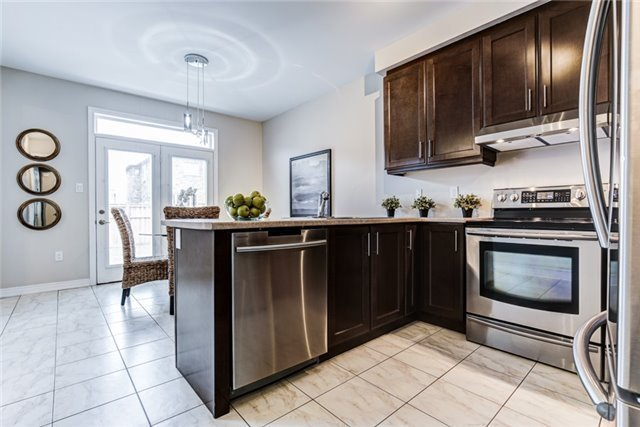 Photo 4: 75 Thomas Woodlock Street in Clarington: Newcastle House (Bungaloft) for sale : MLS(r) # E3742184