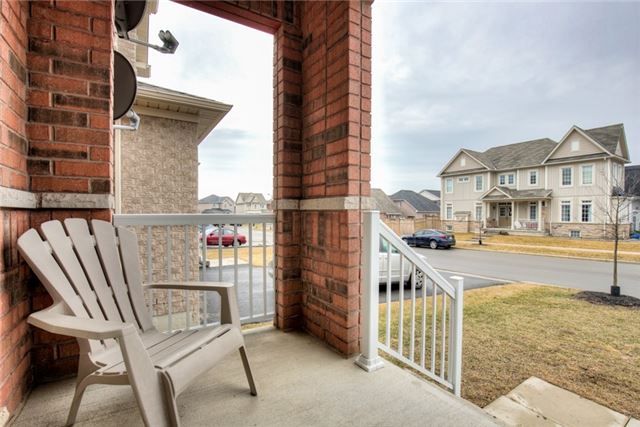 Photo 2: 75 Thomas Woodlock Street in Clarington: Newcastle House (Bungaloft) for sale : MLS(r) # E3742184