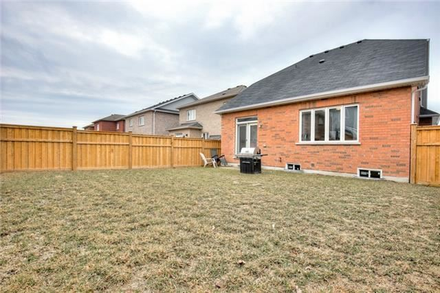 Photo 19: 75 Thomas Woodlock Street in Clarington: Newcastle House (Bungaloft) for sale : MLS(r) # E3742184