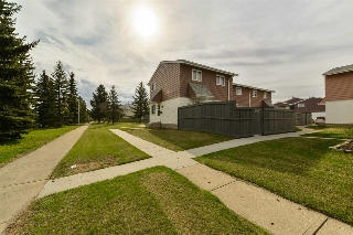 Main Photo: 215 CALLINGWOOD Two in Edmonton: Zone 20 Townhouse for sale : MLS(r) # E4063758