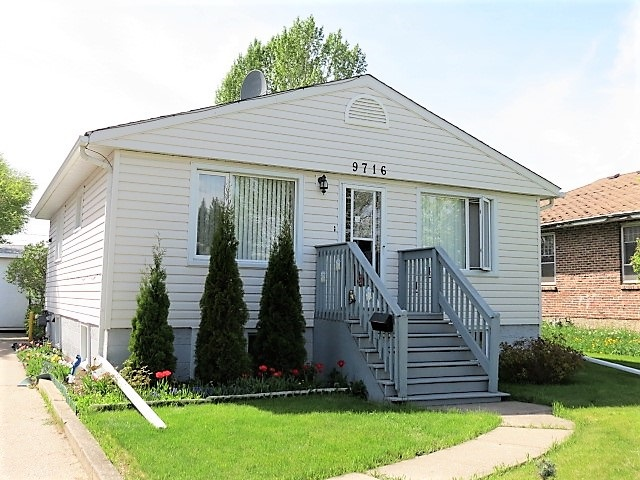 Main Photo: 9716 162 Street in Edmonton: Zone 22 House for sale : MLS(r) # E4065503