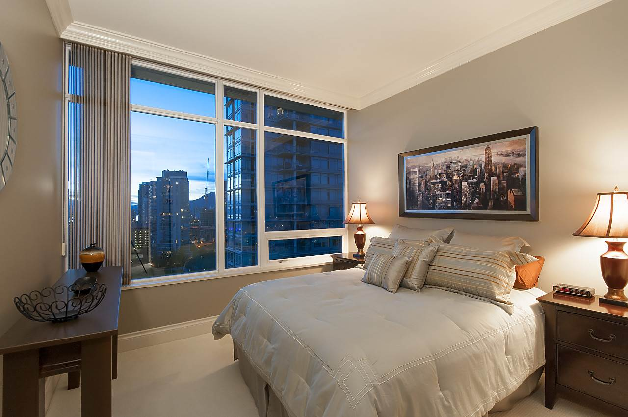 "Photo 16: 1902 1515 HOMER Mews in Vancouver: Yaletown Condo for sale in ""KINGS LANDING"" (Vancouver West)  : MLS® # R2173719"