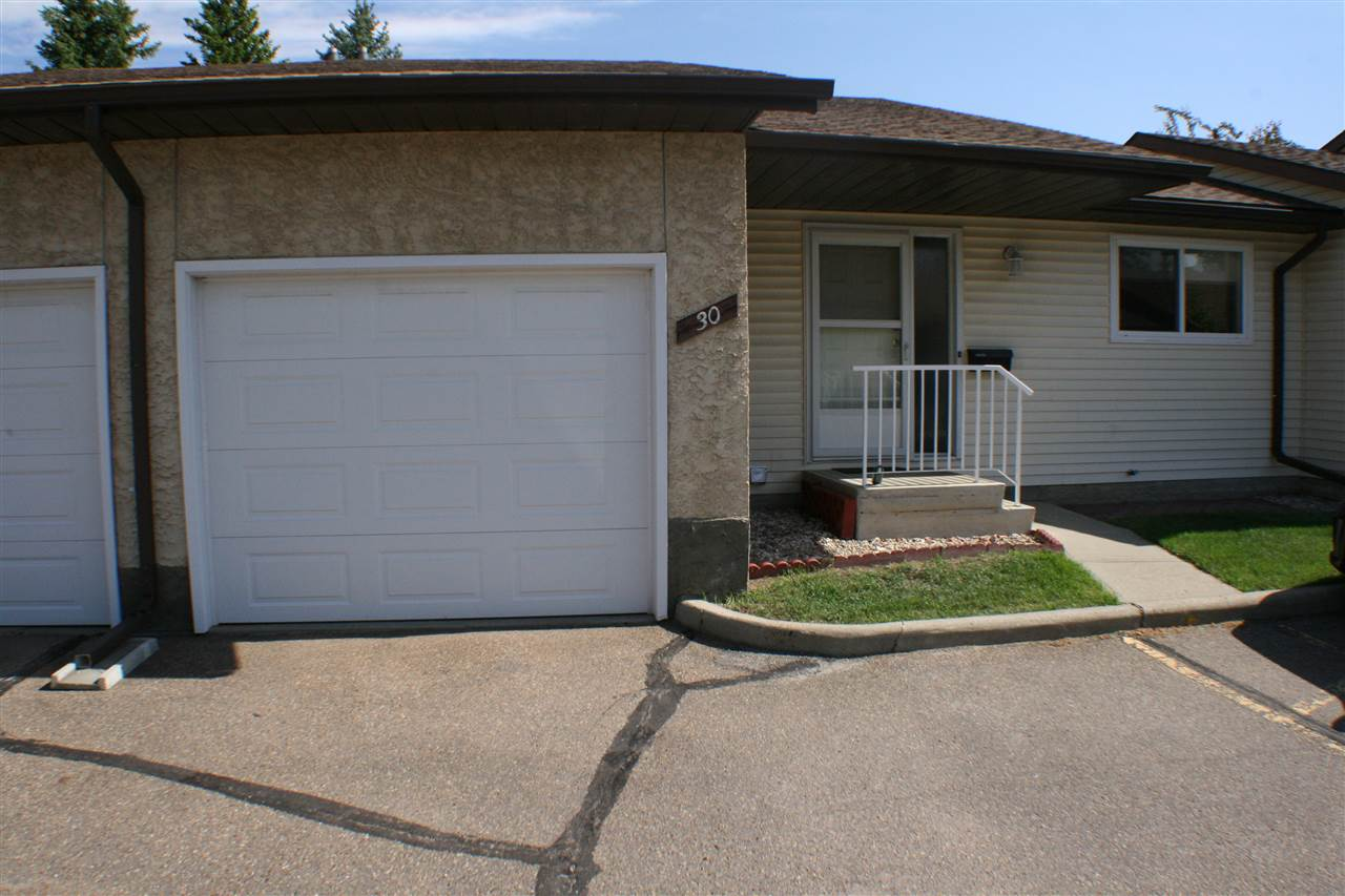 Main Photo: 30 PINEVIEW HORIZON Village: St. Albert Townhouse for sale : MLS(r) # E4068330