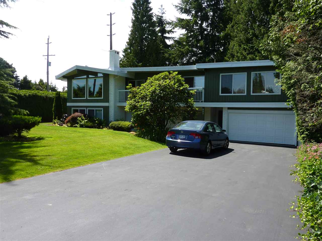 Main Photo: 802 CRESTWOOD Drive in Coquitlam: Harbour Chines Home for sale : MLS(r) # R2187177