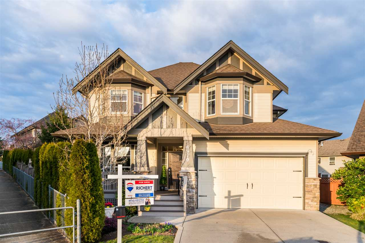 Main Photo: 6970 197A Street in Langley: Willoughby Heights House for sale : MLS®# R2247619