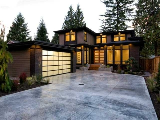 Main Photo: 1063 BELVEDERE Drive in North Vancouver: Canyon Heights NV House for sale : MLS(r) # V985753