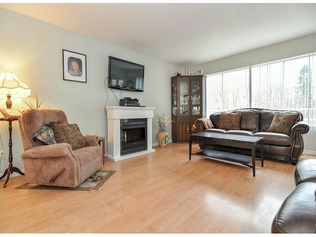 Photo 3: 21695 EXETER Avenue in Maple Ridge: West Central House for sale : MLS® # V1046694