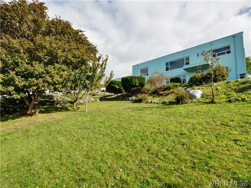 Photo 18: 318 Clifton Terrace in VICTORIA: Es Saxe Point Single Family Detached for sale (Esquimalt)  : MLS(r) # 357253