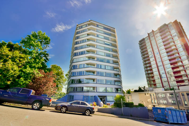 "Main Photo: 701 31 ELLIOT Street in New Westminster: Downtown NW Condo for sale in ""ROYAL ALBERT TOWER"" : MLS(r) # R2065597"