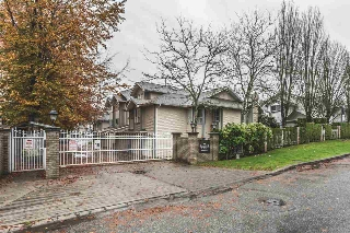 "Main Photo: 102 10538 153 Street in Surrey: Guildford Townhouse for sale in ""Regents Gate"" (North Surrey)  : MLS® # R2119812"
