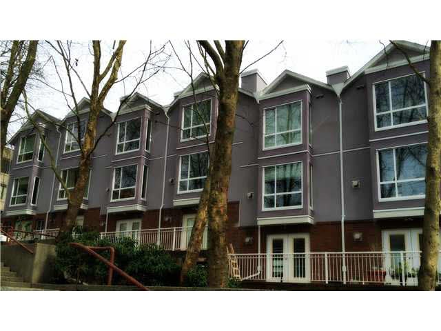 "Main Photo: 103 624 AGNES Street in New Westminster: Downtown NW Townhouse for sale in ""MCMKENZIE STEPS"" : MLS(r) # R2122774"