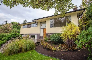 "Main Photo: 236 W BALMORAL Road in North Vancouver: Upper Lonsdale House for sale in ""Upper Lonsdale"" : MLS(r) # R2132484"