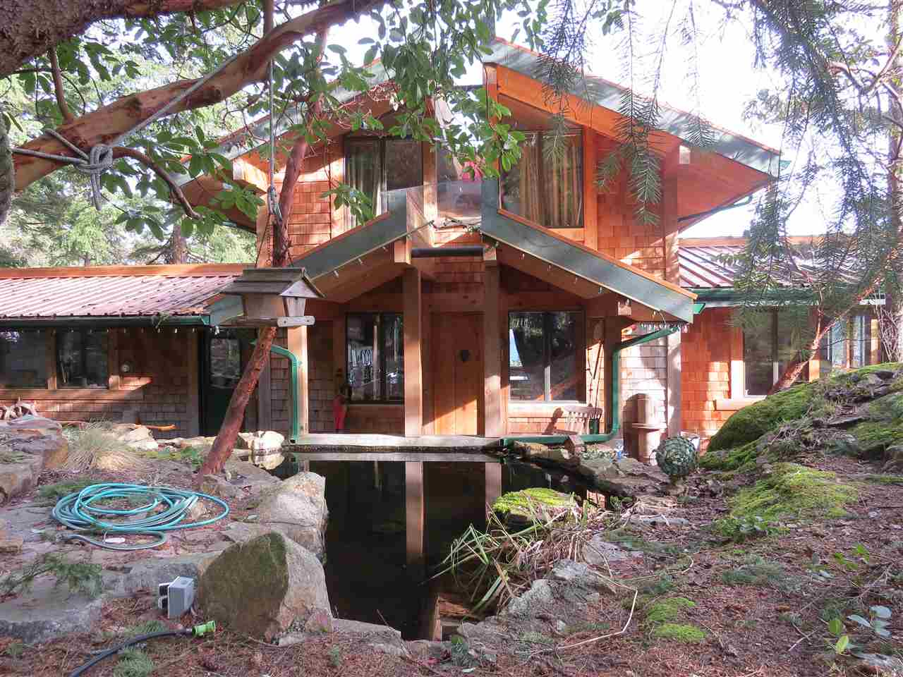 Main Photo: 364 CREEK Road: Bowen Island House for sale : MLS® # R2133978