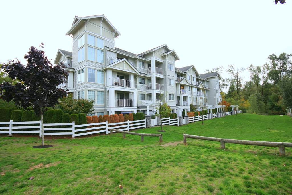 "Main Photo: 107 19320 65 Avenue in Surrey: Clayton Condo for sale in ""Esprit at Southlands"" (Cloverdale)  : MLS®# R2138437"