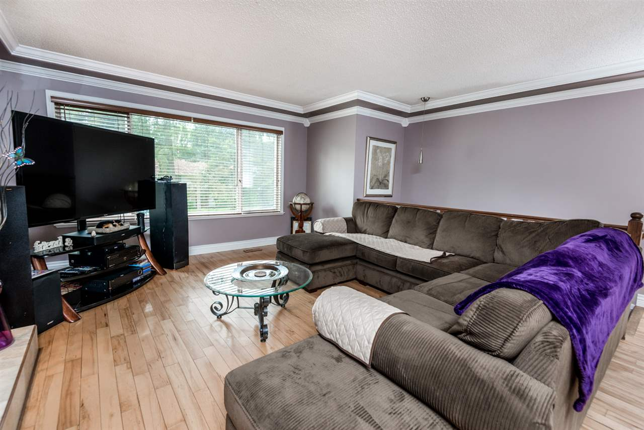 Photo 4: 2639 PATRICIA Avenue in Port Coquitlam: Woodland Acres PQ House for sale : MLS(r) # R2169157