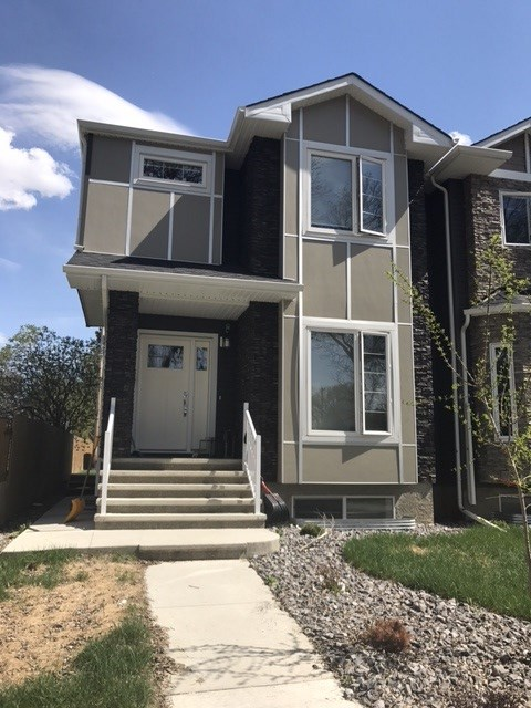 Main Photo: 8837 90 Street in Edmonton: Zone 18 House Half Duplex for sale : MLS(r) # E4066368