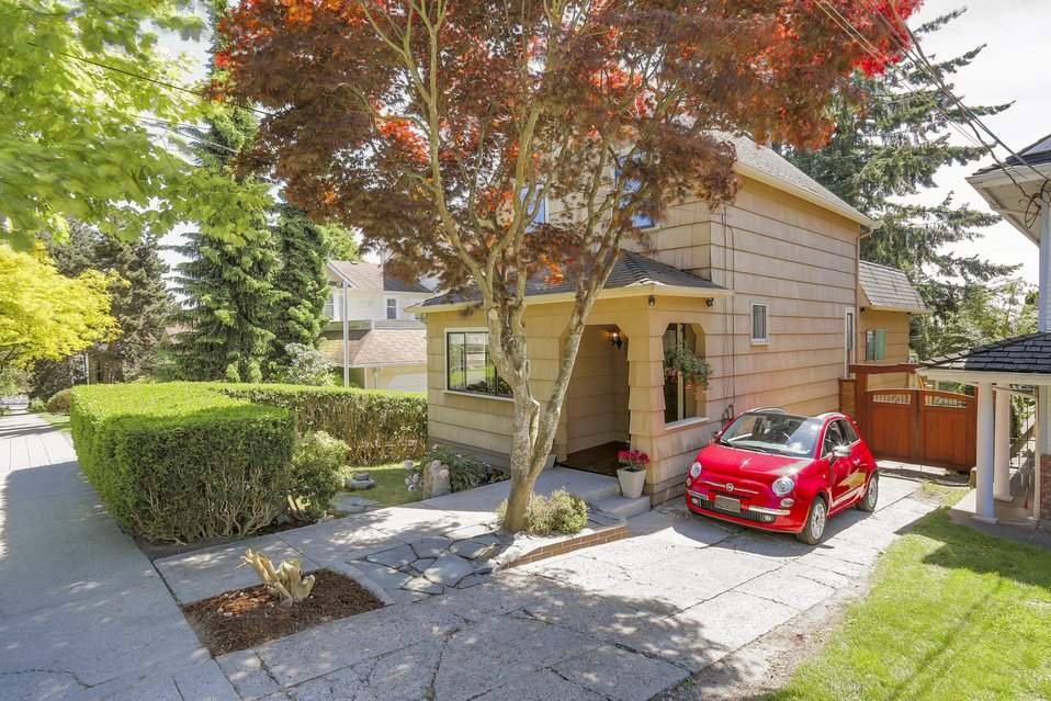 "Main Photo: 222 NINTH Street in New Westminster: Uptown NW House for sale in ""BROW OF THE HILL"" : MLS® # R2174676"