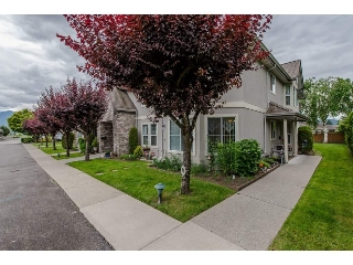 "Main Photo: 17 8533 BROADWAY Street in Chilliwack: Chilliwack E Young-Yale Townhouse for sale in ""Beacon Downes"" : MLS(r) # R2177925"