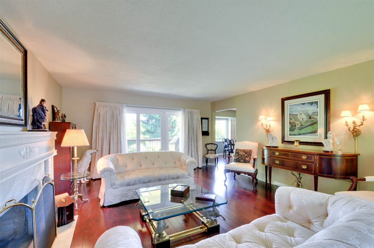 Photo 4: 6396 CHARING COURT in Burnaby: Buckingham Heights House for sale (Burnaby South)  : MLS® # R2183844