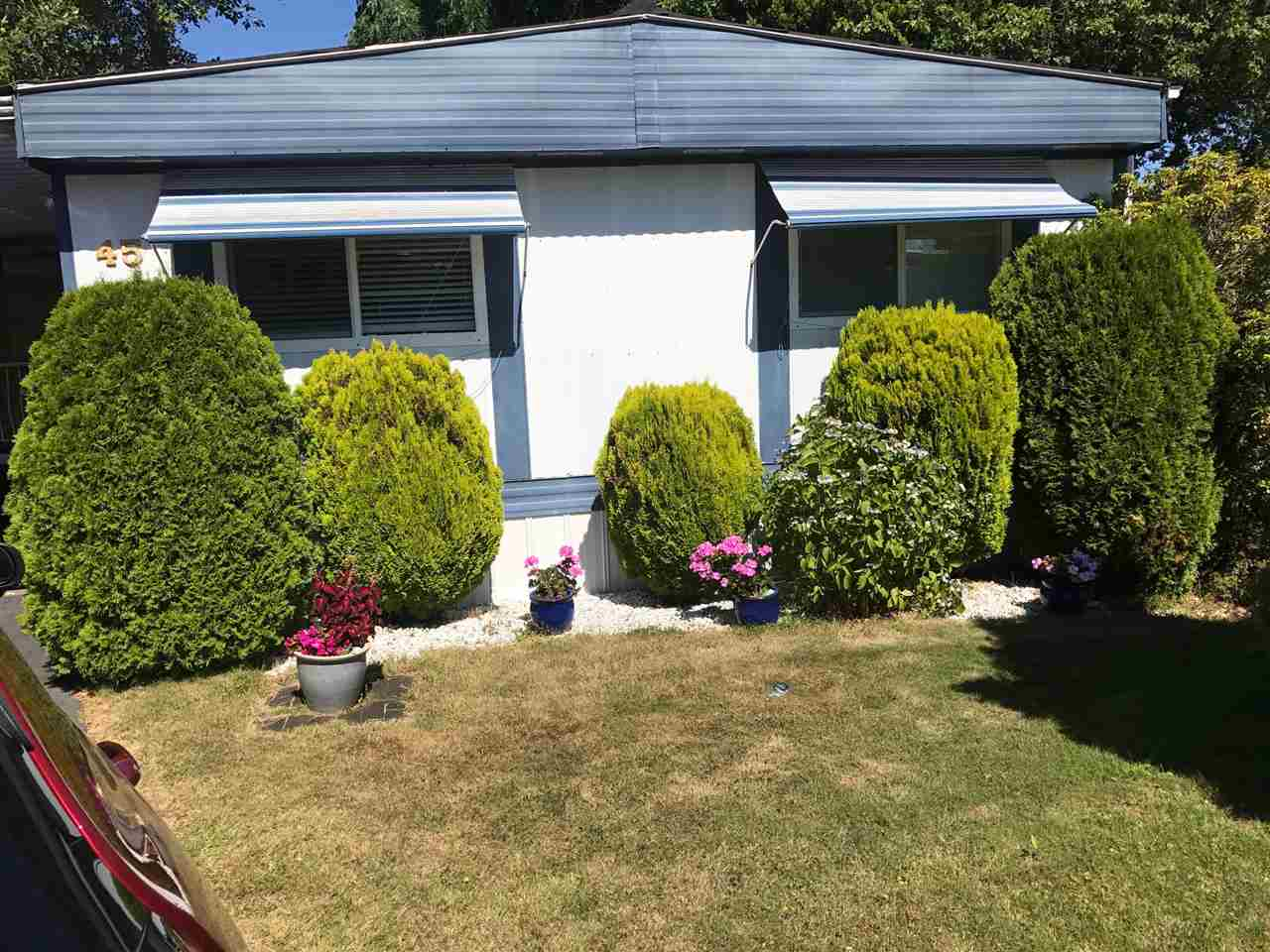 "Main Photo: 45 1840 160 Street in Surrey: King George Corridor Manufactured Home for sale in ""BREAKAWAY BAYS"" (South Surrey White Rock)  : MLS® # R2199024"
