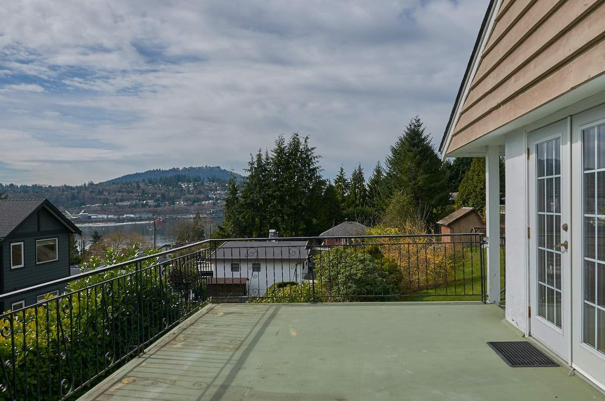 Main Photo: 120 JACOBS Road in Port Moody: North Shore Pt Moody House for sale : MLS®# R2249891