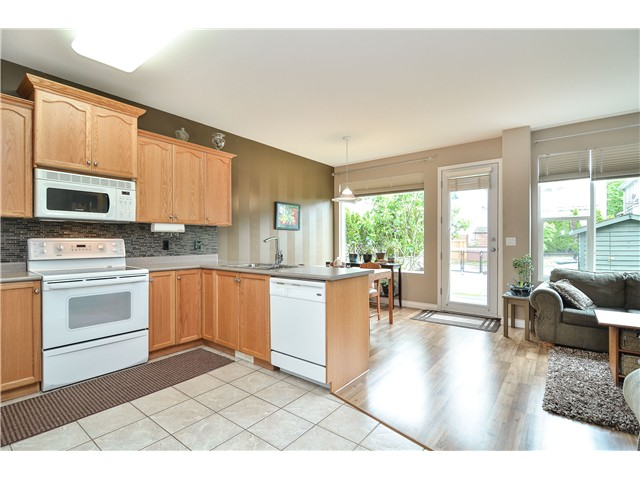Photo 2: 10080 242B Street in Maple Ridge: Albion House for sale : MLS® # V1067785