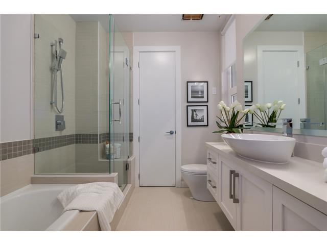 "Photo 8: 302 2028 YORK Avenue in Vancouver: Kitsilano Townhouse for sale in ""YORK"" (Vancouver West)  : MLS(r) # V1071100"