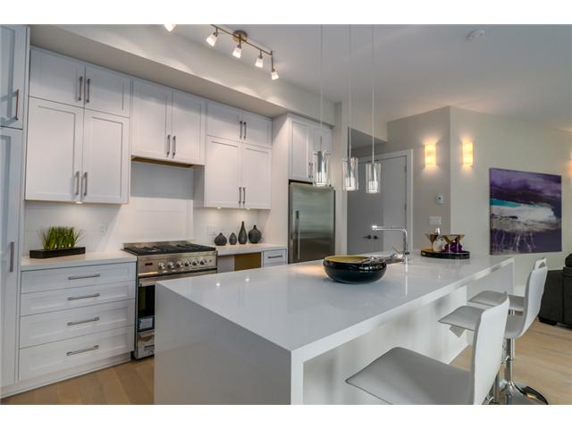 "Photo 3: 302 2028 YORK Avenue in Vancouver: Kitsilano Townhouse for sale in ""YORK"" (Vancouver West)  : MLS(r) # V1071100"