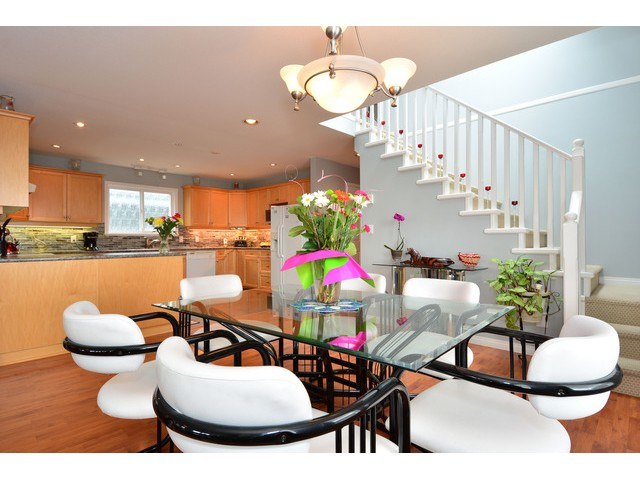 "Photo 5: 952 STEVENS Street: White Rock House for sale in ""White Rock Hillside"" (South Surrey White Rock)  : MLS® # F1440900"