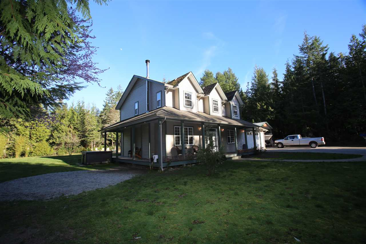 Photo 1: Photos: 5980 SECHELT INLET Road in Sechelt: Sechelt District House for sale (Sunshine Coast)  : MLS® # R2045230