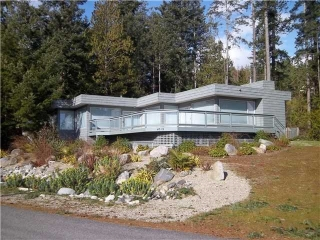 Main Photo: 4319 SEA OTTER Road in Garden Bay: Pender Harbour Egmont House for sale (Sunshine Coast)  : MLS®# R2047574