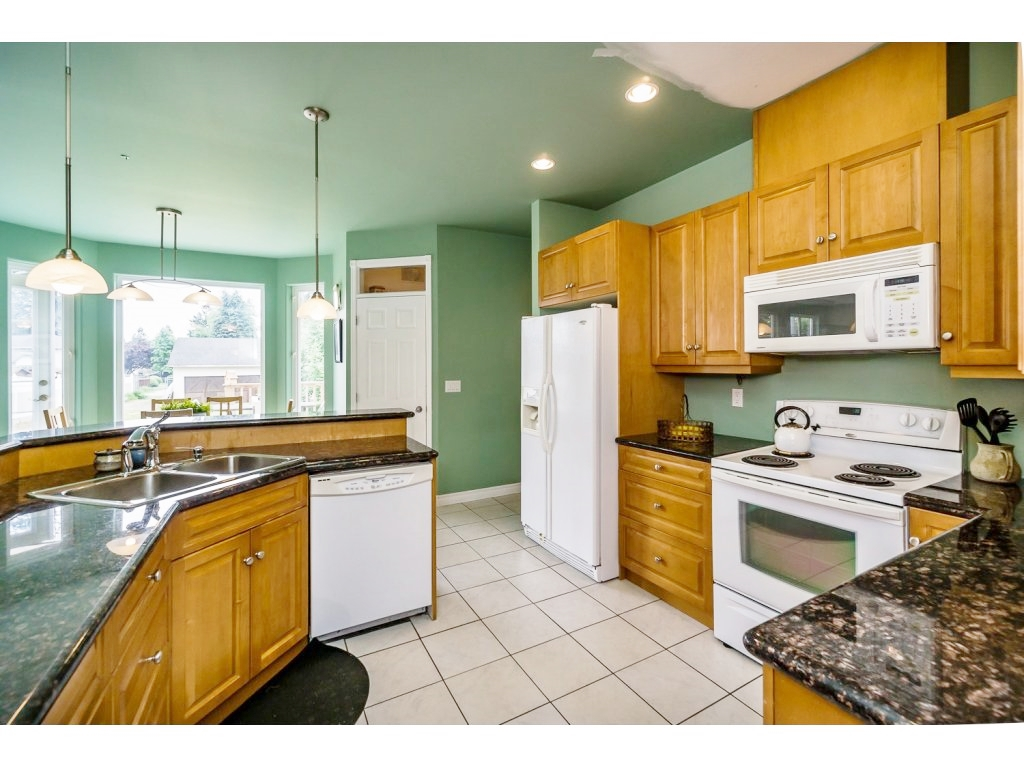 "Photo 8: 638 THOMPSON Avenue in Coquitlam: Coquitlam West House for sale in ""Burquitlam"" : MLS(r) # R2071441"