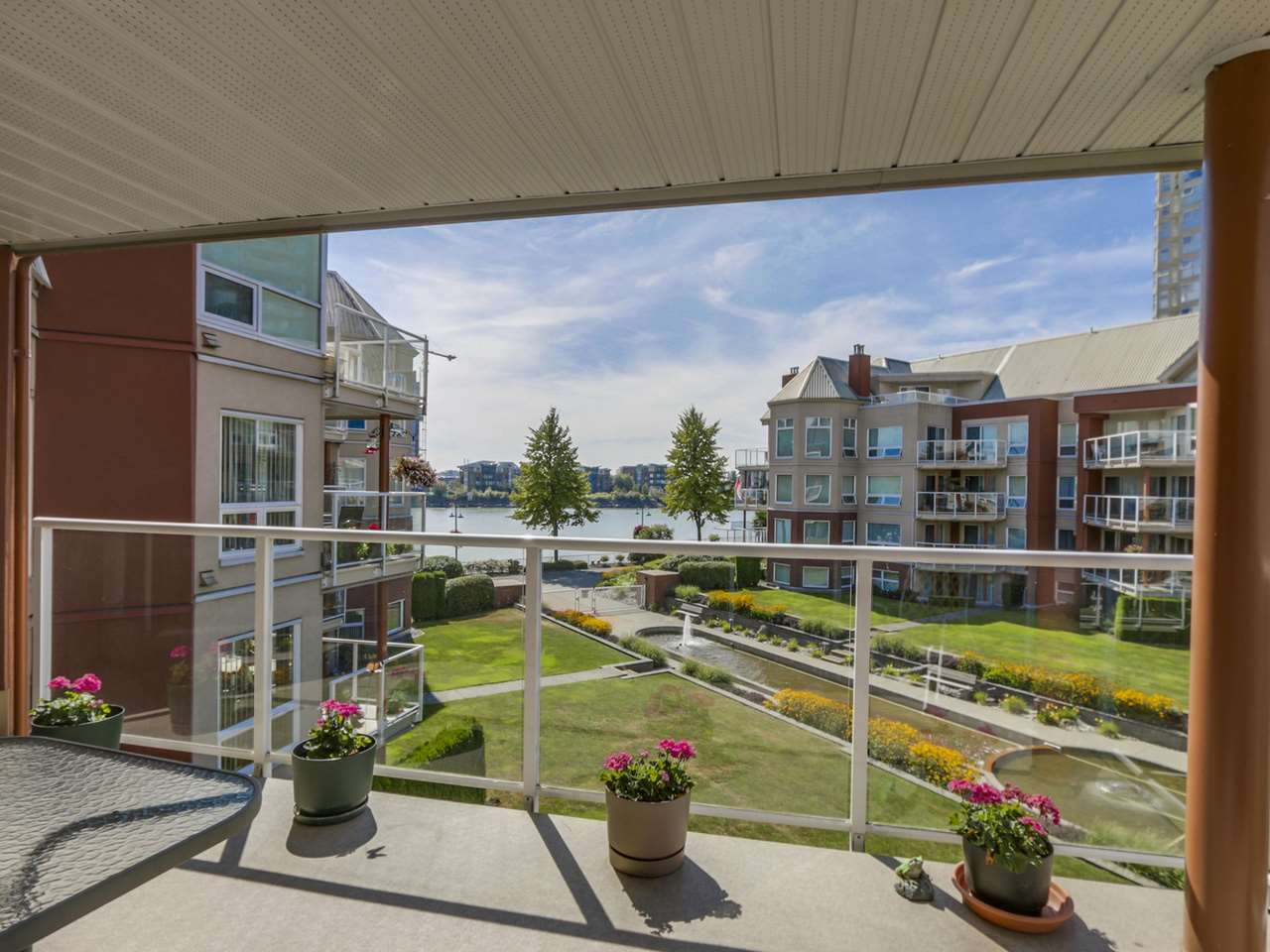"Photo 12: 308A 1220 QUAYSIDE Drive in New Westminster: Quay Condo for sale in ""TIFFANY SHORES"" : MLS® # R2106007"