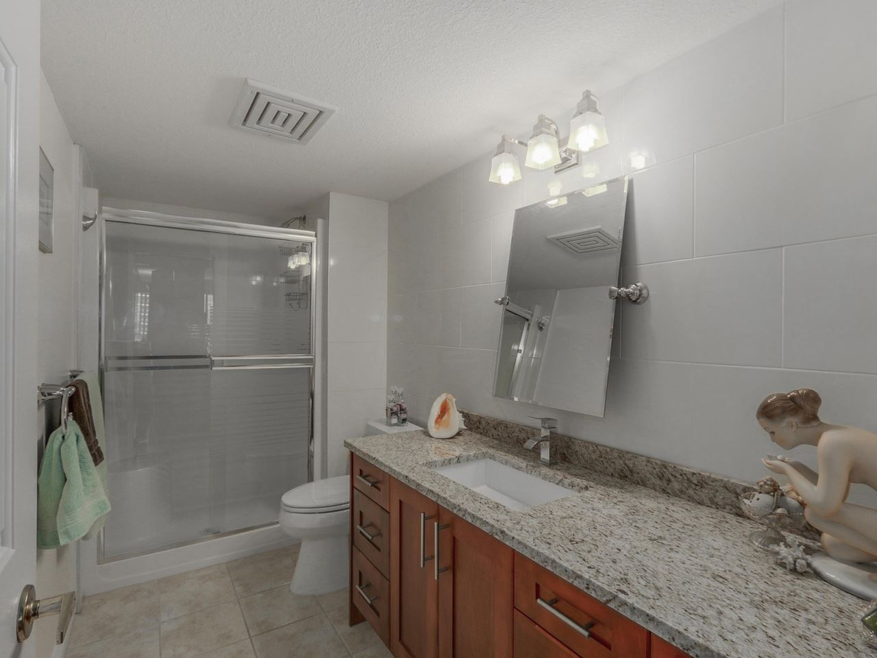 "Photo 18: 308A 1220 QUAYSIDE Drive in New Westminster: Quay Condo for sale in ""TIFFANY SHORES"" : MLS® # R2106007"