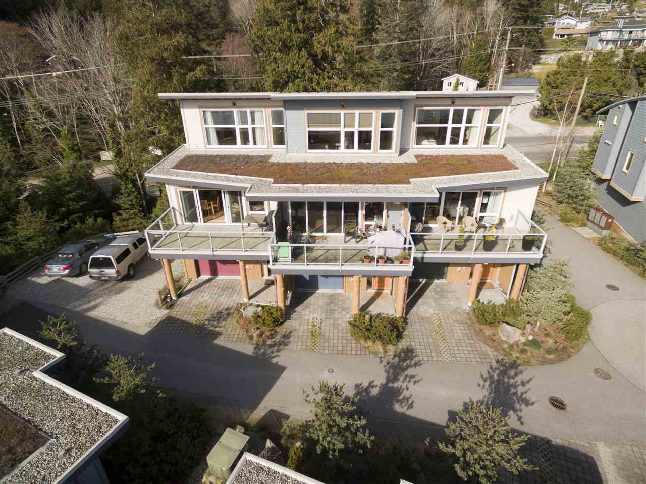 "Photo 2: 5396 WAKEFIELD BEACH Lane in Sechelt: Sechelt District Townhouse for sale in ""Wakefield Beach - Phase 1"" (Sunshine Coast)  : MLS(r) # R2135768"
