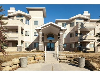Main Photo: 114 20 COUNTRY HILLS View NW in Calgary: Country Hills Condo for sale : MLS(r) # C4105701