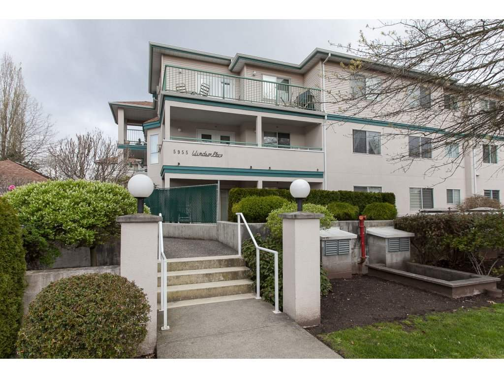 Main Photo: 202 5955 177B STREET in Surrey: Cloverdale BC Condo for sale (Cloverdale)  : MLS®# R2160255