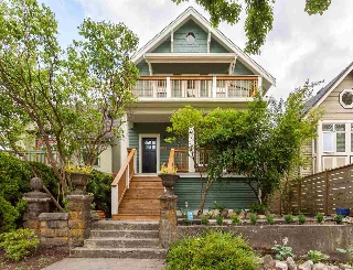 "Main Photo: 2042 E 5TH Avenue in Vancouver: Grandview VE House for sale in ""COMMERCIAL DRIVE"" (Vancouver East)  : MLS(r) # R2179017"