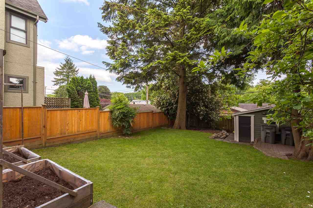 "Photo 17: 2042 E 5TH Avenue in Vancouver: Grandview VE House for sale in ""COMMERCIAL DRIVE"" (Vancouver East)  : MLS® # R2179017"