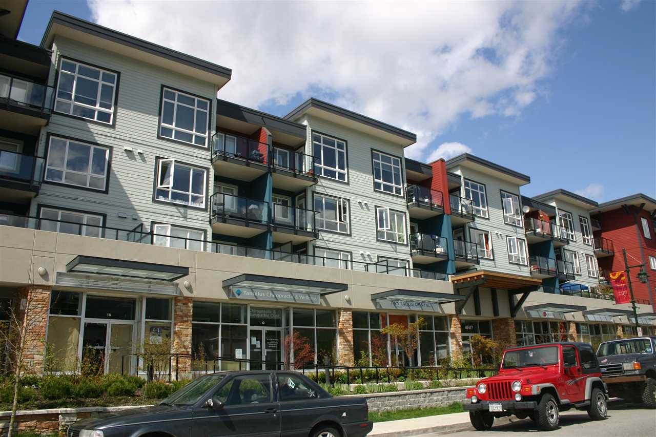 "Main Photo: 201 40437 TANTALUS Road in Squamish: Garibaldi Estates Condo for sale in ""Spectacle"" : MLS®# R2186040"