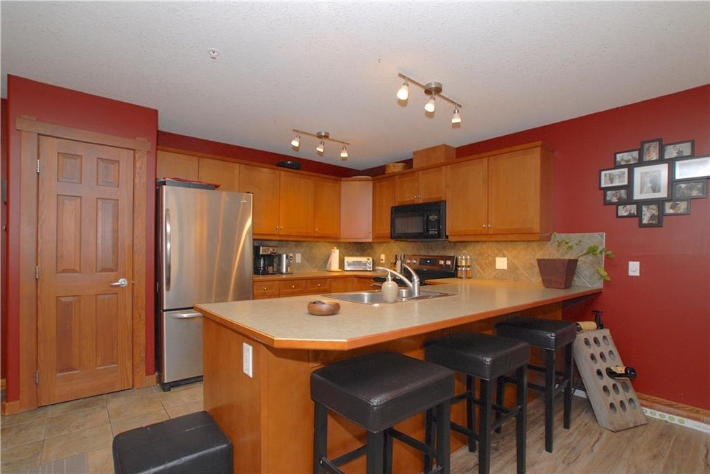 Photo 3: 319 170 Crossbow Place: Canmore Condo for sale : MLS® # C4126248