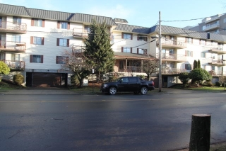 "Main Photo: 210 45749 SPADINA Avenue in Chilliwack: Chilliwack W Young-Well Condo for sale in ""Chilliwack Gardens"" : MLS® # R2196989"
