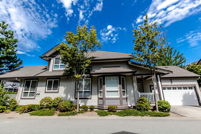 "Main Photo: 6 8250 158 Street in Surrey: Fleetwood Tynehead Townhouse for sale in ""MONTROSE"" : MLS® # R2197192"