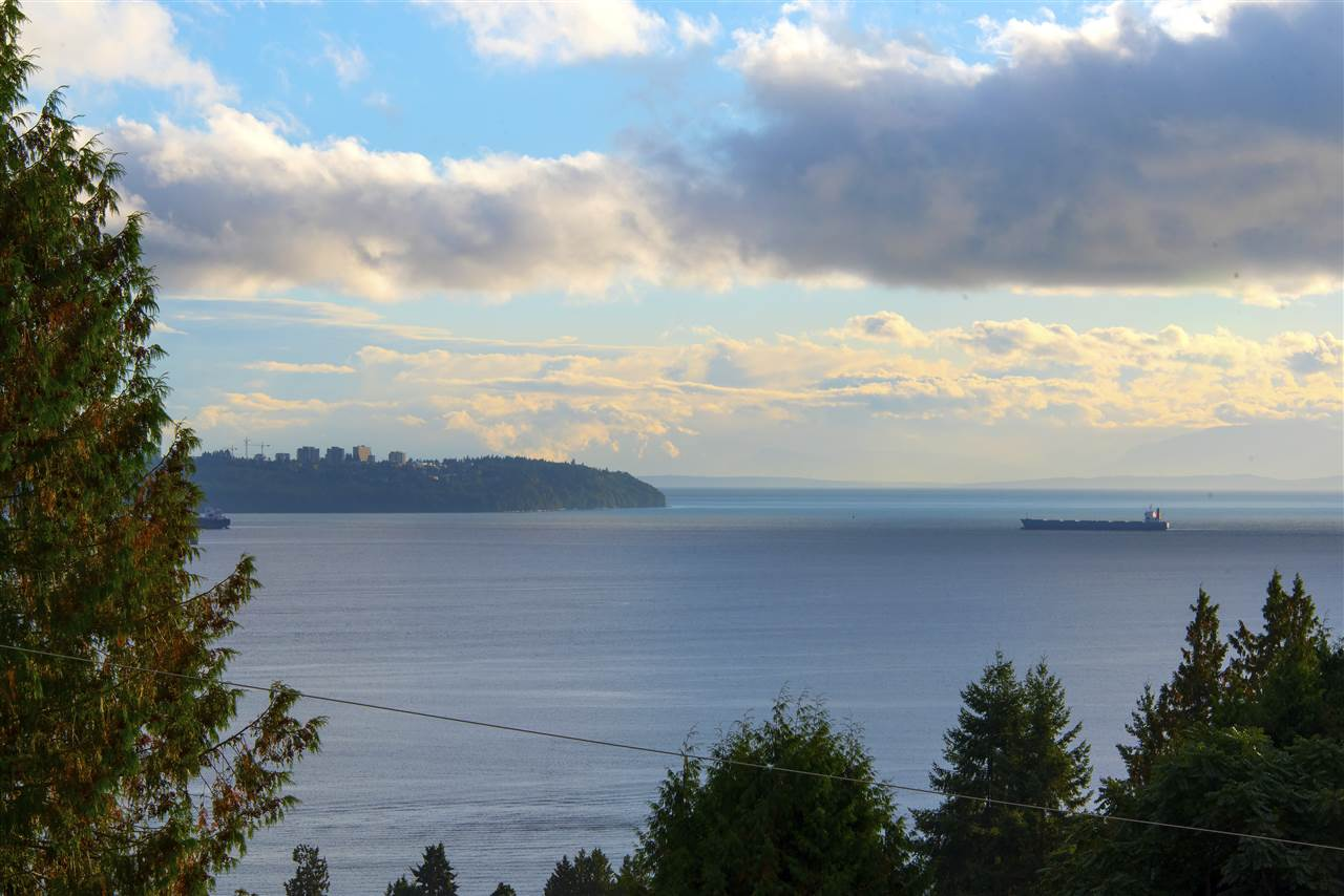 Main Photo: 2643 NELSON Avenue in West Vancouver: Dundarave House for sale : MLS® # R2212790