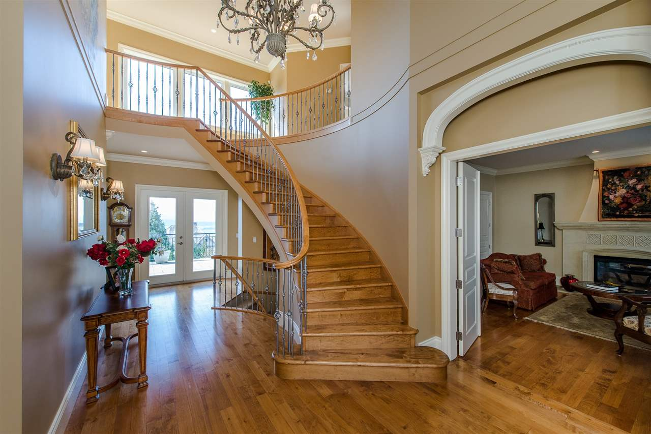 "Photo 3: Photos: 35460 JEWEL Court in Abbotsford: Abbotsford East House for sale in ""Eagle Mountain"" : MLS® # R2219266"