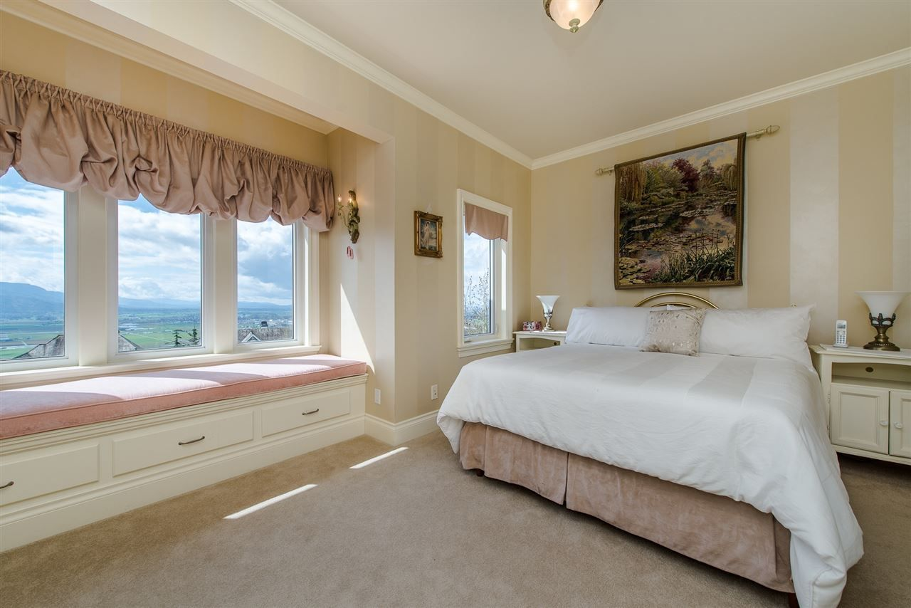 "Photo 10: Photos: 35460 JEWEL Court in Abbotsford: Abbotsford East House for sale in ""Eagle Mountain"" : MLS® # R2219266"