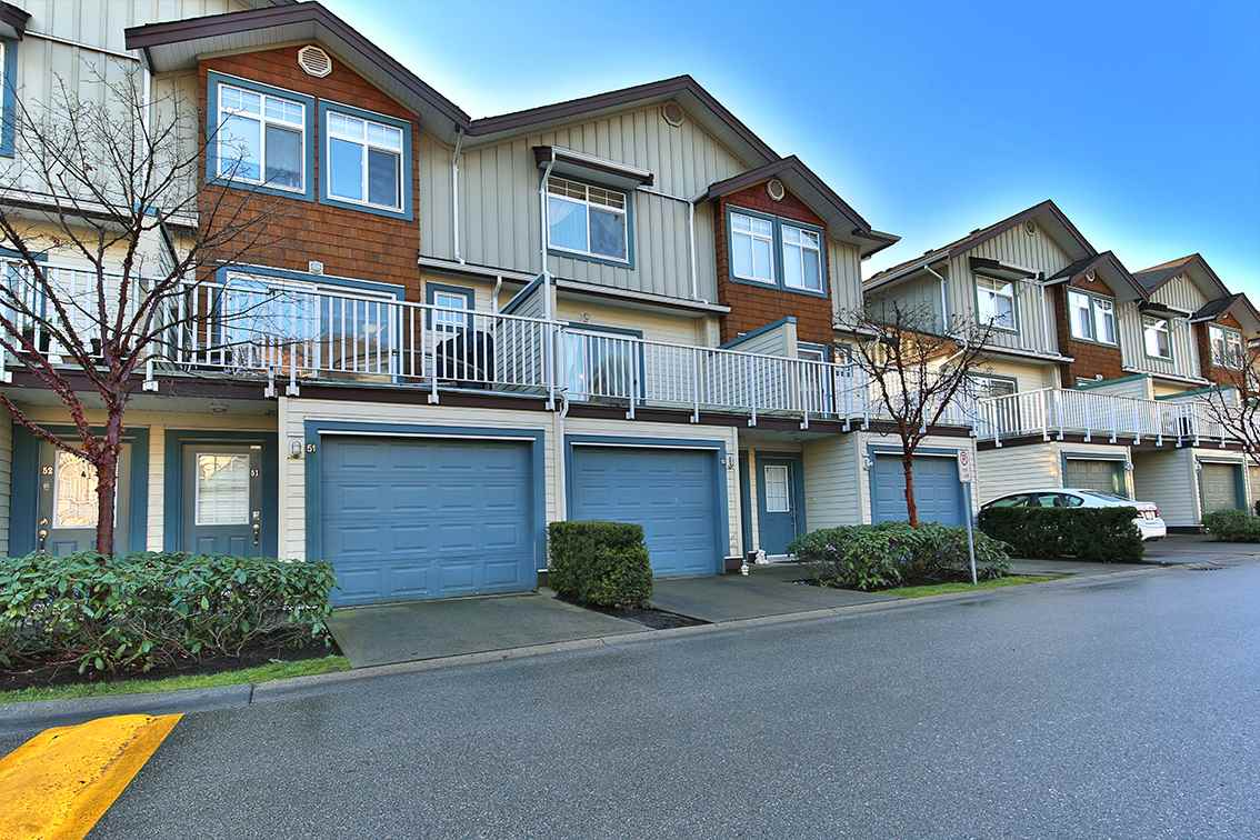 "Photo 2: Photos: 50 16588 FRASER Highway in Surrey: Fleetwood Tynehead Townhouse for sale in ""Castle Pines"" : MLS® # R2227608"