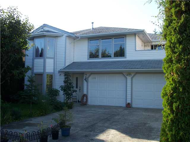 "Main Photo: 1279 BEACH GROVE Road in Tsawwassen: Beach Grove House for sale in ""BEACH GROVE"" : MLS® # V870104"