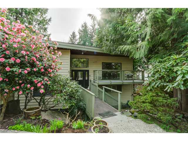 "Main Photo: 275 E BRAEMAR Road in North Vancouver: Upper Lonsdale House for sale in ""UPPER LONSDALE"" : MLS® # V1110480"